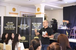 Hình ảnh về lớp học Leader Sales quỷ bán hàng của diễn giả Phạm Tiến Dũng và Đào Minh Châu